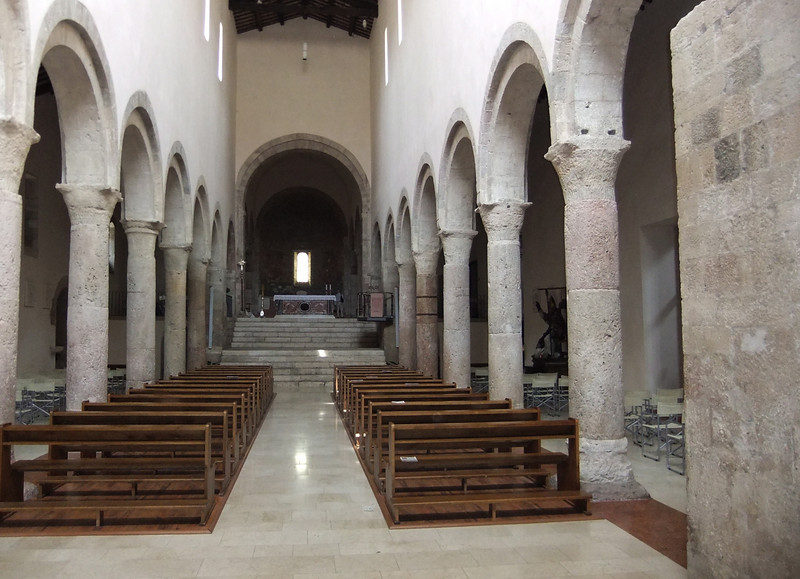 Nave and altar of San Michele Arcangelo, Bevagna, Umbria
