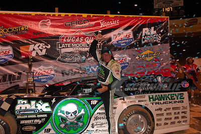 Scott Bloomquist in Victory Lane @ Volunteer Speedway
