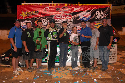 Scott Bloomquist and crew in Victory Lane @ Volunteer Speedway