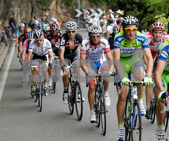Basso is looking strong ahead of Scarponi and Evans - David Arroyo is there too...