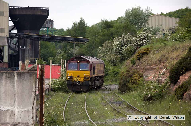 100525-068     Welbeck colliery, taken from the corner of the stockyard, with the washery plant to the left & 66068 on the run-round loop. It left as 6M69 to Daw Mill colliery.