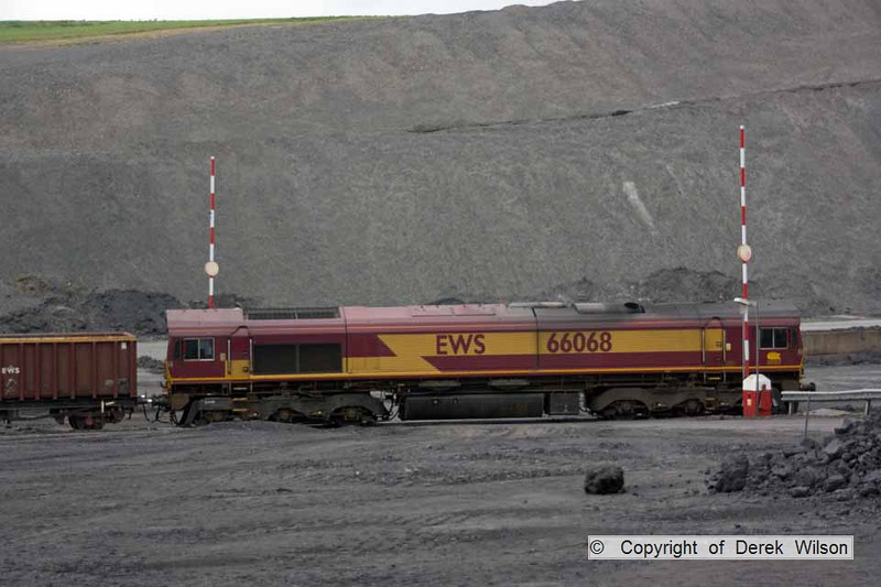 100525-048     DBS class 66/0 no 66068 at Welbeck colliery, with the spoil heaps as a backdrop.