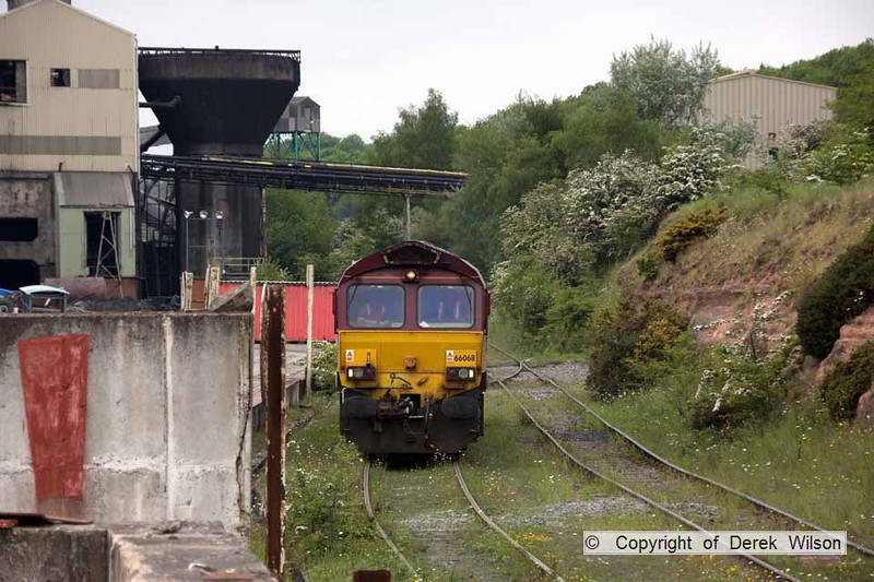 100525-069     Welbeck colliery, taken from the corner of the stockyard, with the washery plant to the left & 66068 on the run-round loop. It left as 6M69 to Daw Mill colliery. It looks like mother nature can't wait for the line to be closed!!
