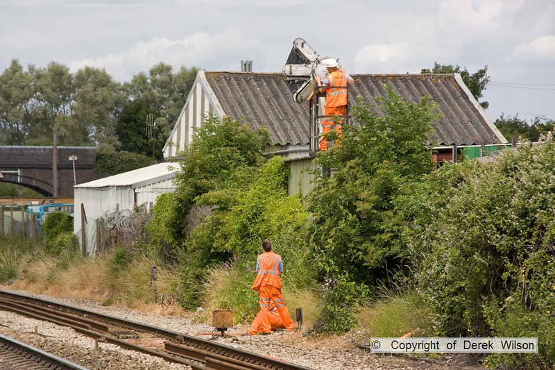 100706-040     Men at work, keeping the railway running, photographed at Patchway.