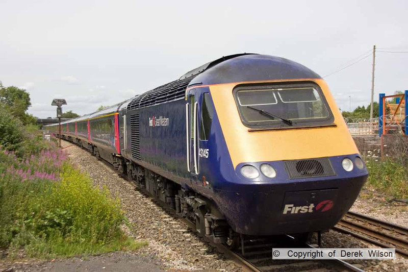 100706-057     A First Great Western  HST passes Patchway with the 12.45 London Paddington - Swansea. Led by 43016, it is seen 'heading away' with 43065 at the rear.