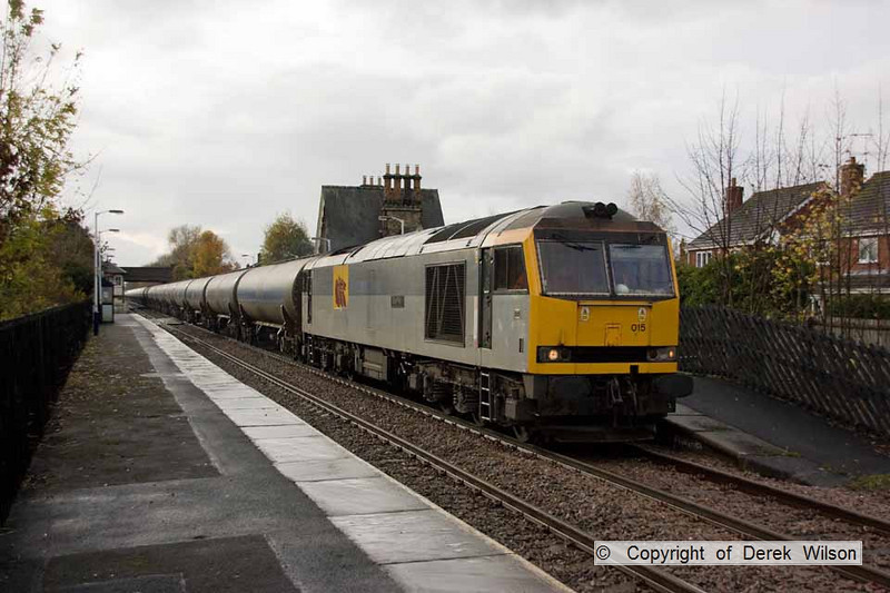 101109-002    DB Schenker class 60 no. 60015 Bow Fell passes Lowdham with train 6E54 Kingsbury-Humber, empty fuel-oil tanks.