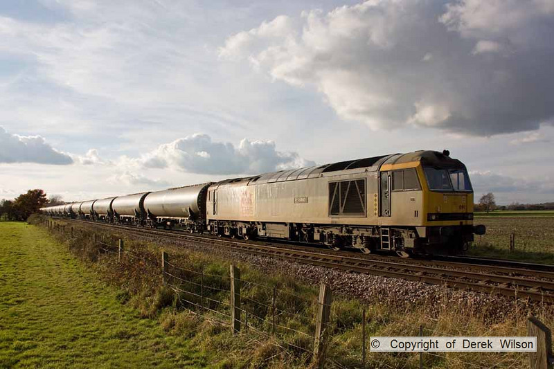 101106-015     DB Schenker class 60 no. 60091 An Teallach, seen passing Rolleston with 6E54 Kingsbury-Humber, empty fuel-oil tanks.