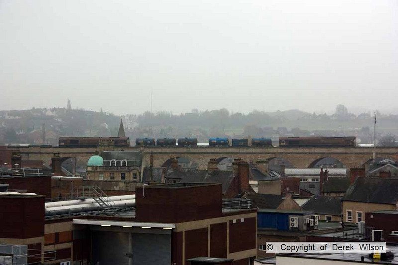 101120-004     Working 'top & tail' DB Schenker class 66/0's no's 66123 & 66033 traverse the viaduct at Mansfield with 3J88 Toton-Toton, RHTT.