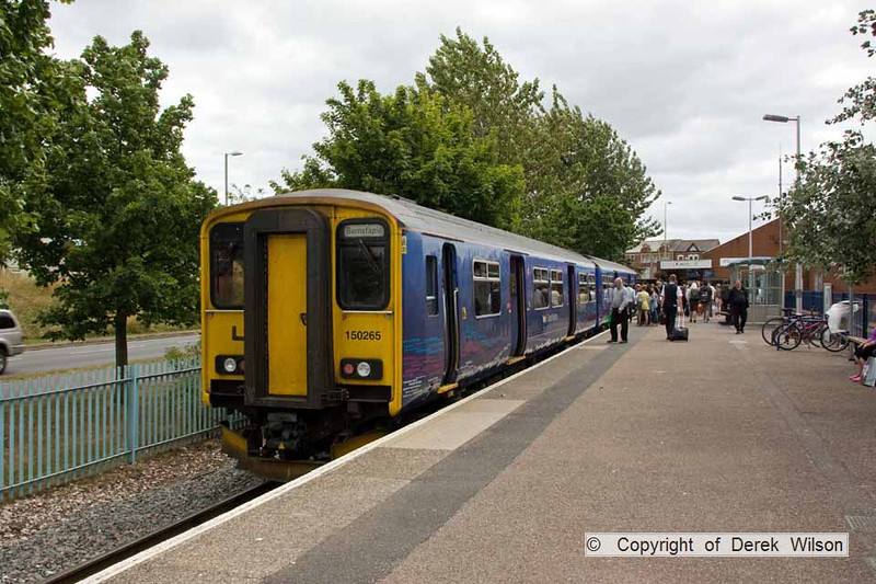 100705-005     FGW class 150 unit no 150265 is seen waiting to leave Exmouth with the 13.53 to Barnstaple.
