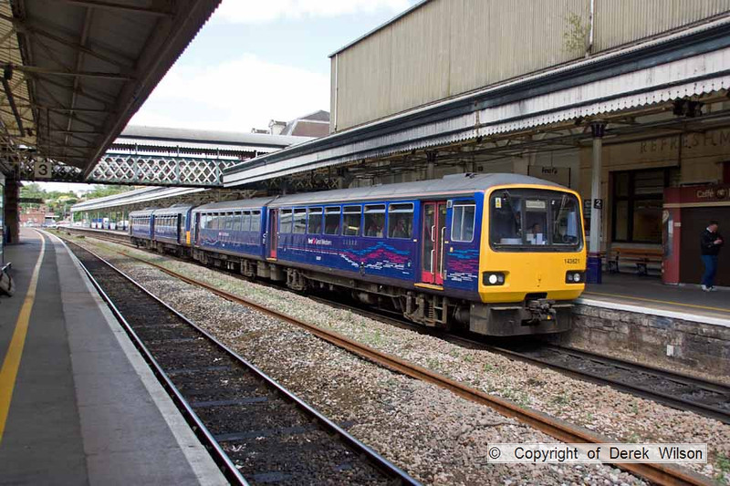 100705-009     FGW pacer units, class 143621 & 142009 are seen at Exeter St Davids with the 13.43 Barnstaple-Exmouth.