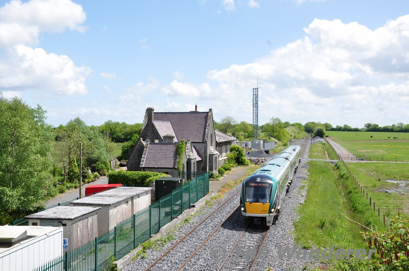 22018 at a sunny Geashill with the 1230 Heuston - Westport. Tues 01.06.10