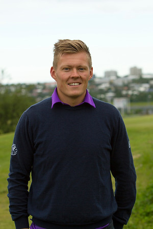 Á æfingasvæðinu. Arnar Snær Hákonarson æfði fyrir Meistaramótið, en auk þess að keppa í golfi, mun hann þjálfa unglinga í GR í sumar.