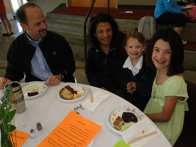 Families enjoy a complimentary breakfast before school