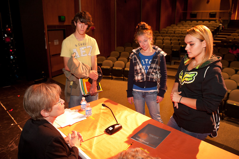 Social justice lawyer Ronnie Podolefsky speaking with students at the 2011 Anne Frank Project.