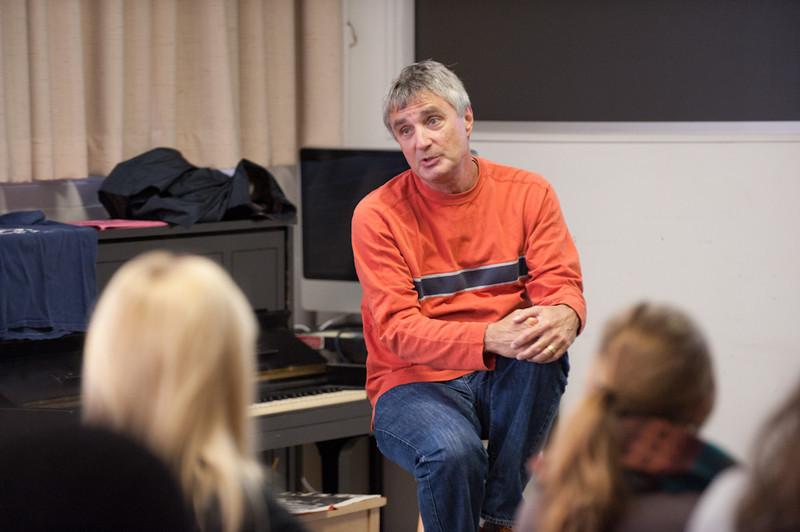 Music executive and Buffalo State Alumni Steve Ralbovsky speaking to Professor Chuck Mancuso's music class.