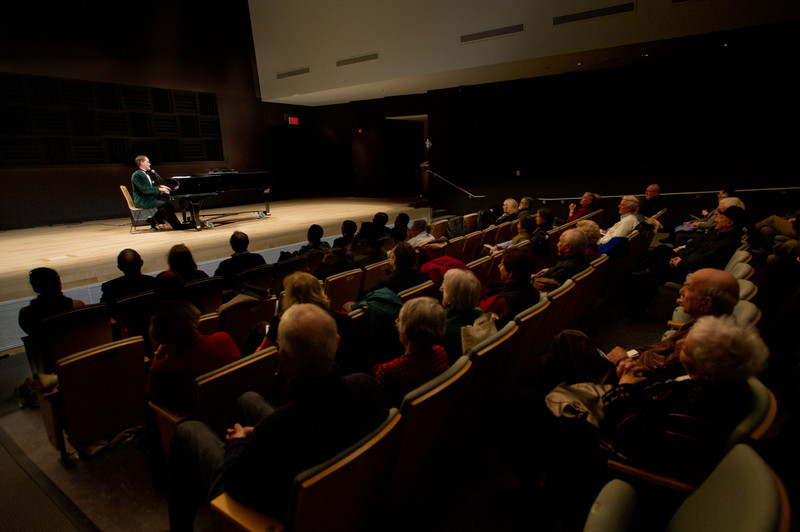 Caberet artist Steve Ross lecturing and performing at Buffalo State College.