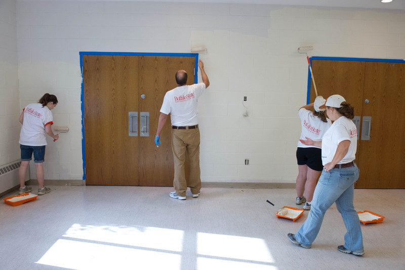 Buffalo State College faculty and staff participating in United Way Day of Caring.