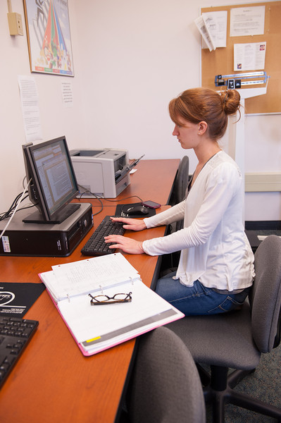 Students working in Buffalo State Dietetics and Nutrition computer lab.