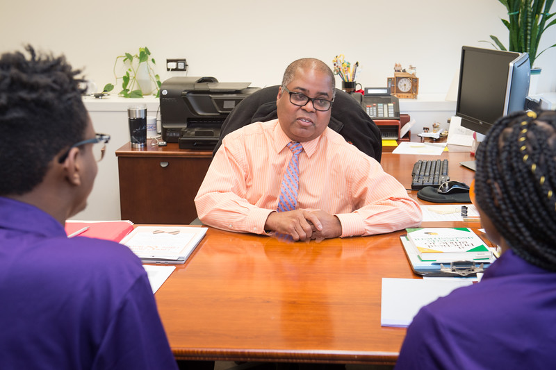 Curtis Brickhouse meeting with students at Buffalo State College.