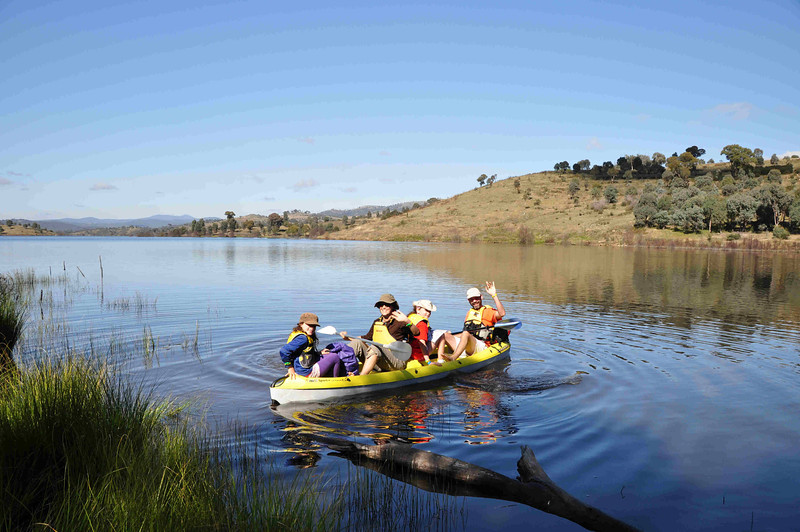 6 hour multisport rogaine at Googong Dam (I did admin with David B), NSW, 3/4/11<br /> The Nicotra-Cunningham family setting off in their boat<br /> Cassia, Adrienne, Pia, Saul