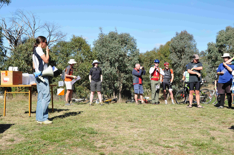 6 hour multisport rogaine at Googong Dam (I did admin with David B), NSW, 3/4/11<br /> Julie Quinn giving the pre-event briefing