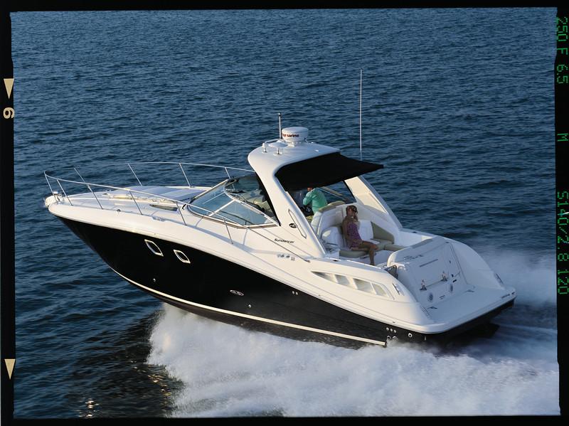 08330DA_RUN2 Sea Ray 350 Sundancer (2011)