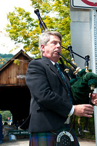 The 3rd Annual Naked Table Project Shackleton Thomas and Sustainable Woodstock The Woodstock Covered Bridge Woodstock VT, August 21, 2011 Copyright ©2011 Nancy Nutile-McMenemy www.photosbynanci.com For the Vermont Standard