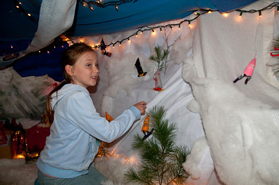 Winter Fair Upper Valley Waldorf School Quechee VT December 3, 2011 Copyright ©2011 Nancy Nutile-McMenemy www.photosbynanci.com For The Vermont Standard: http://www.thevermontstandard.com/ Image Galleries: http://thevermontstandard.smugmug.com/