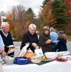 Brownsville Bounces Back! Pig Roast and Community Pot Luck Brownsville General Store Brownsville VT October 15, 2011 Copyright ©2011 Nancy Nutile-McMenemy www.photosbynanci.com For The Vermont Standard: http://www.thevermontstandard.com/ Image Galleries: http://thevermontstandard.smugmug.com/