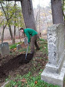 Vermont Clean Up Day River RD Cemetery, Taftsville Bridge Area Woodstock VT October 22, 2011 Copyright ©2011 Nancy Nutile-McMenemy www.photosbynanci.com For The Vermont Standard: http://www.thevermontstandard.com/ Image Galleries: http://thevermontstandard.smugmug.com/