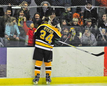 Bruin Lyndon Byers clowns for the crowd. Tim Gould photos.