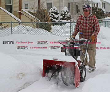 Samantha Burr Ray Lambert snowblows the sidewalk in front of his house on Tulip Street for his neighbors. (2/1/11)