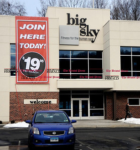 1/1/2011 Mike Orazzi | Staff big sky fitness in on the Plainville/ New Britain Line for a Scott story.