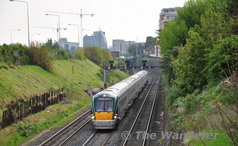 """22031 in the """"Gullet"""" with the 1015 Heuston - Portlaoise.  Fri 22.04.11"""