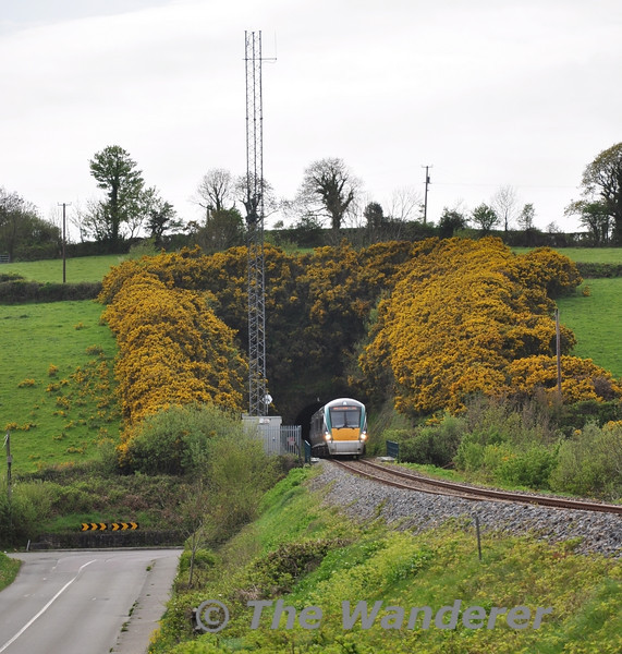 22019 emerges from Ferrycarrig Tunnel north of Wexford with the 1345 Connolly - Rosslare. Mon 25.04.11