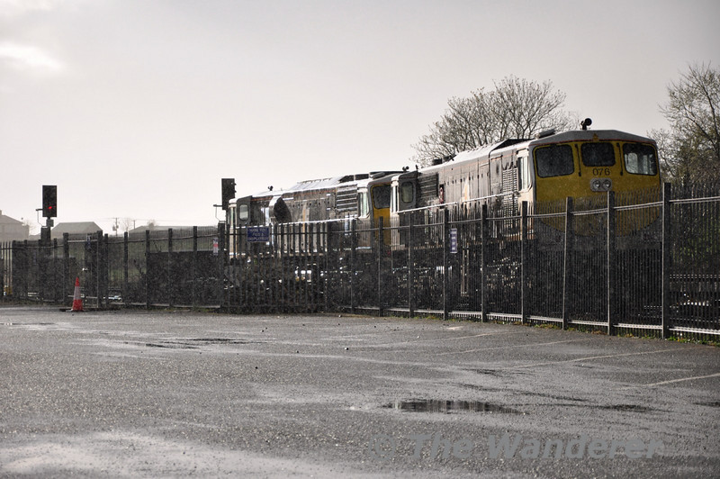 075 hauls 076 out of the yard as a heavy shower falls in Kildare.  Sat 02.04.11