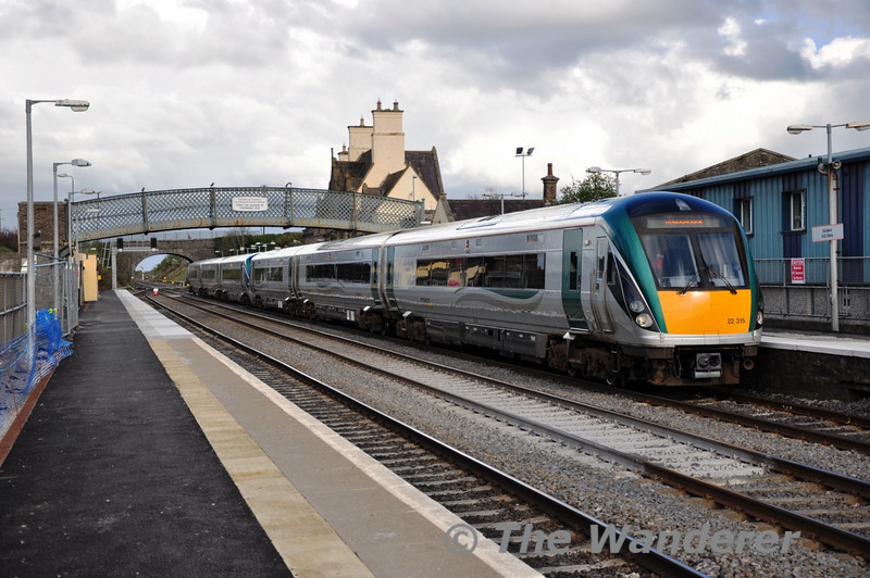 22015 + 22026 at Kildare with the 1635 Heuston - Waterford.  Sat 02.04.11