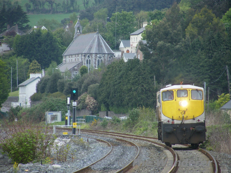 As there is no run round available at either Cobh or Midleton a 2nd engine has to be used. To shunt release the train at Midleton 079 ran Light Engine 1145 Cobh - Cork and 1240 Cork - Midleton. It is seen arriving at Glounthaune. Tues 26.04.11. Picture courtesy of JT42 HCW.