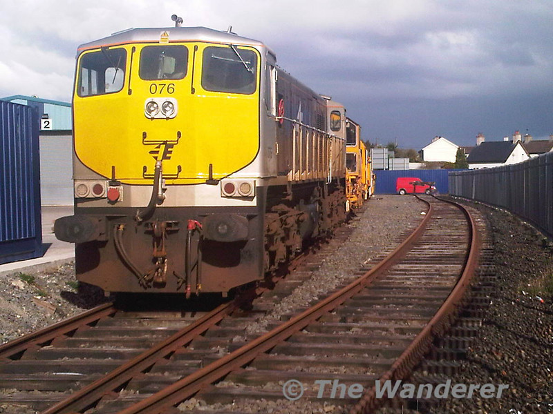 076 stands in the sun at Kildare awaiting 075 to take it back to Inchicore. Sat 02.04.11