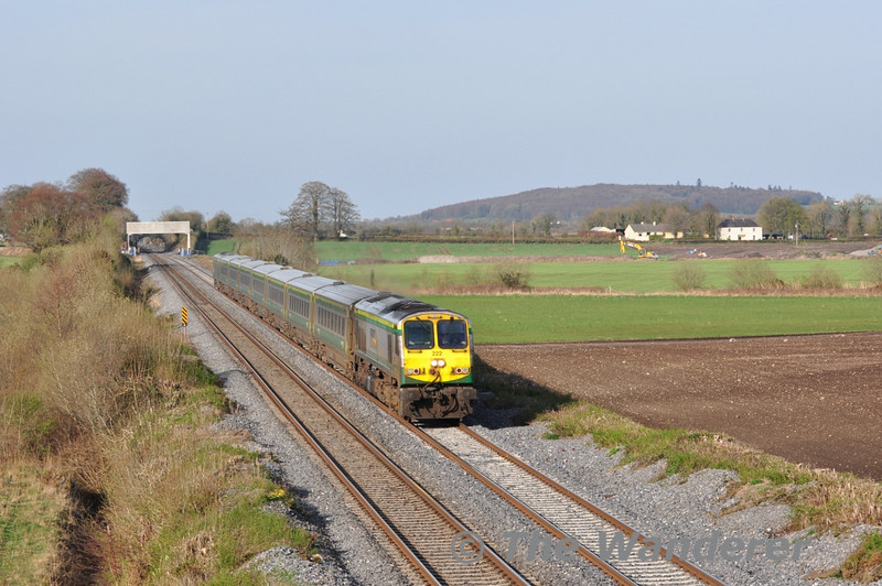 222 passes Carn Bridge with the 1700 Heuston - Cork. Wed 06.04.11