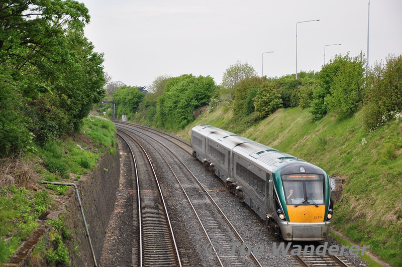 22015 descends the Gullet with the 0905 Galway - Heuston. Fri 22.04.11