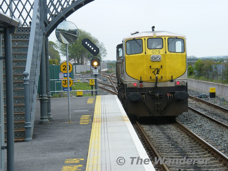 079 takes the Midleton branch at Glounthaune. Tues 26.04.11. Picture courtesy of JT42 HCW.