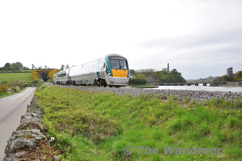 22019 passes Ferrycarrig, north of Wexford with the 1345 Connolly - Rosslare Europort. Mon 25.04.11