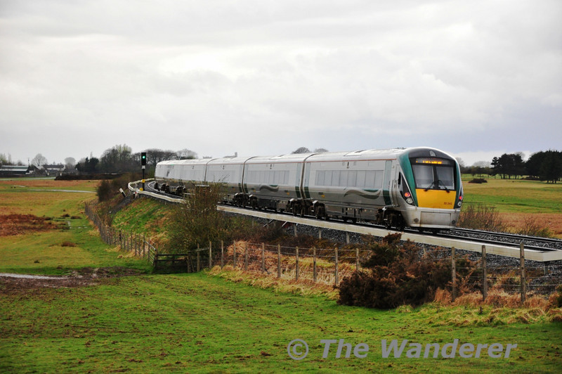 After being blocked for a few minutes 22042 gets underway with the 1835 Heuston - Waterford.  Sat 02.04.11