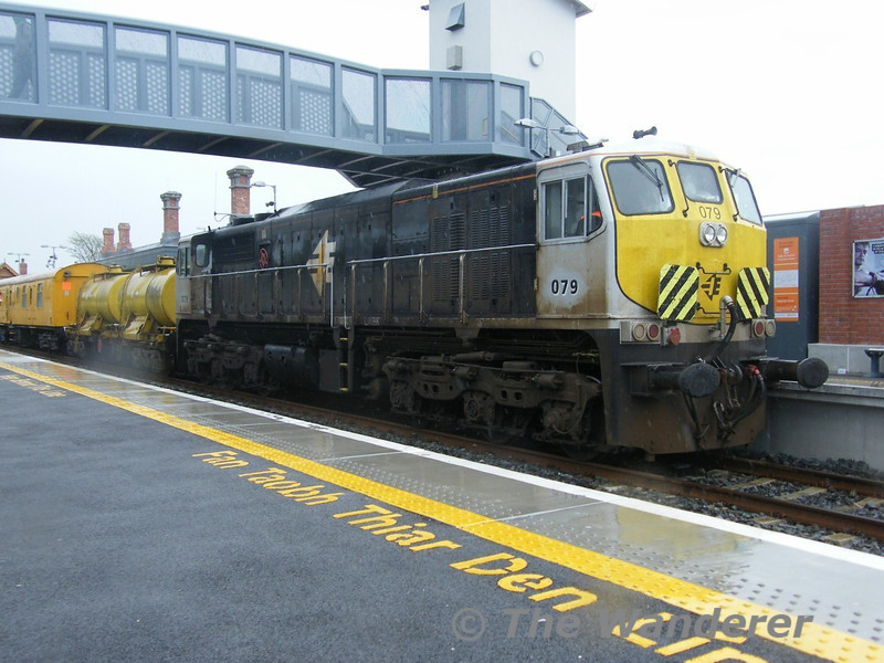 After coupling up to the weedspray train in Midleton 079 waits to head to Mallow. Tues 26.04.11. Picture courtesy of JT42 HCW