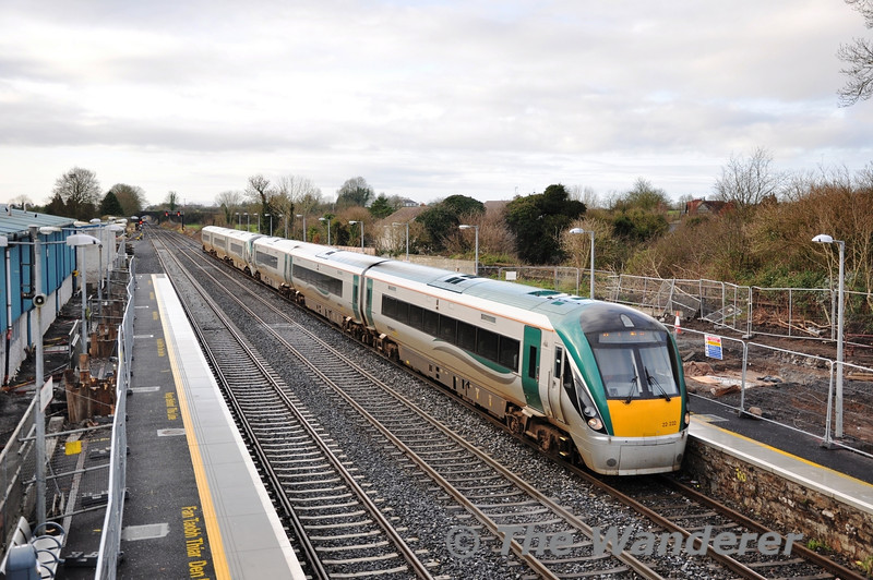 22022 + 22013 arrive at Kildare with the 1105 Galway - Heuston. Sun 18.12.11