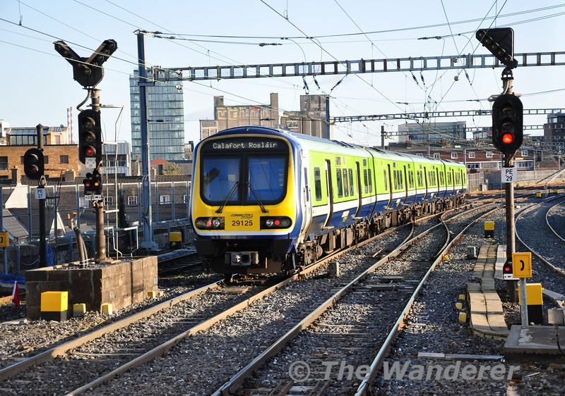 29025 departs Dublin Pearse with the 1336 Dublin Connolly - Rosslare Europort service. Sat 17.12.11