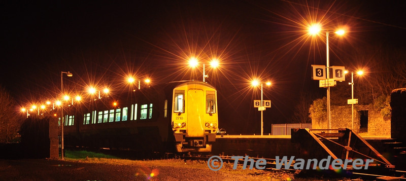2709 + 2710 at Ballybrophy before departing with the 1854 service to Limerick via Nenagh. Thurs 29.12.11