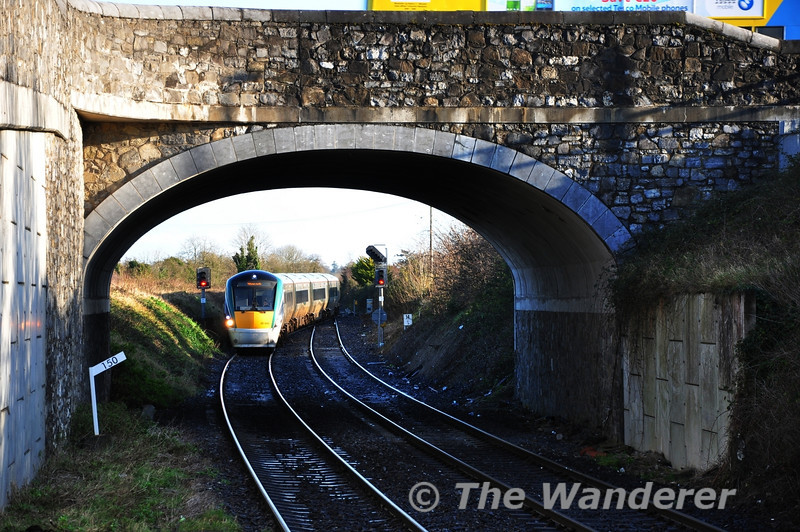 22042 crosses from the Down to the Up Line at Maynooth with the 1105 Connolly - Sligo. Sat 17.12.11