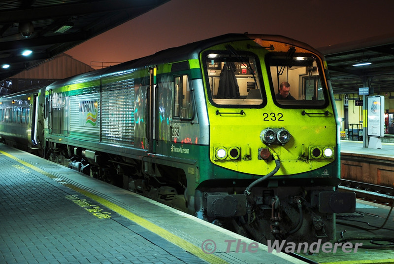 The Driver of the 2100 Heuston - Cork studies his Notices onboard 232 prior to departure at Heuston. Wed 21.12.11
